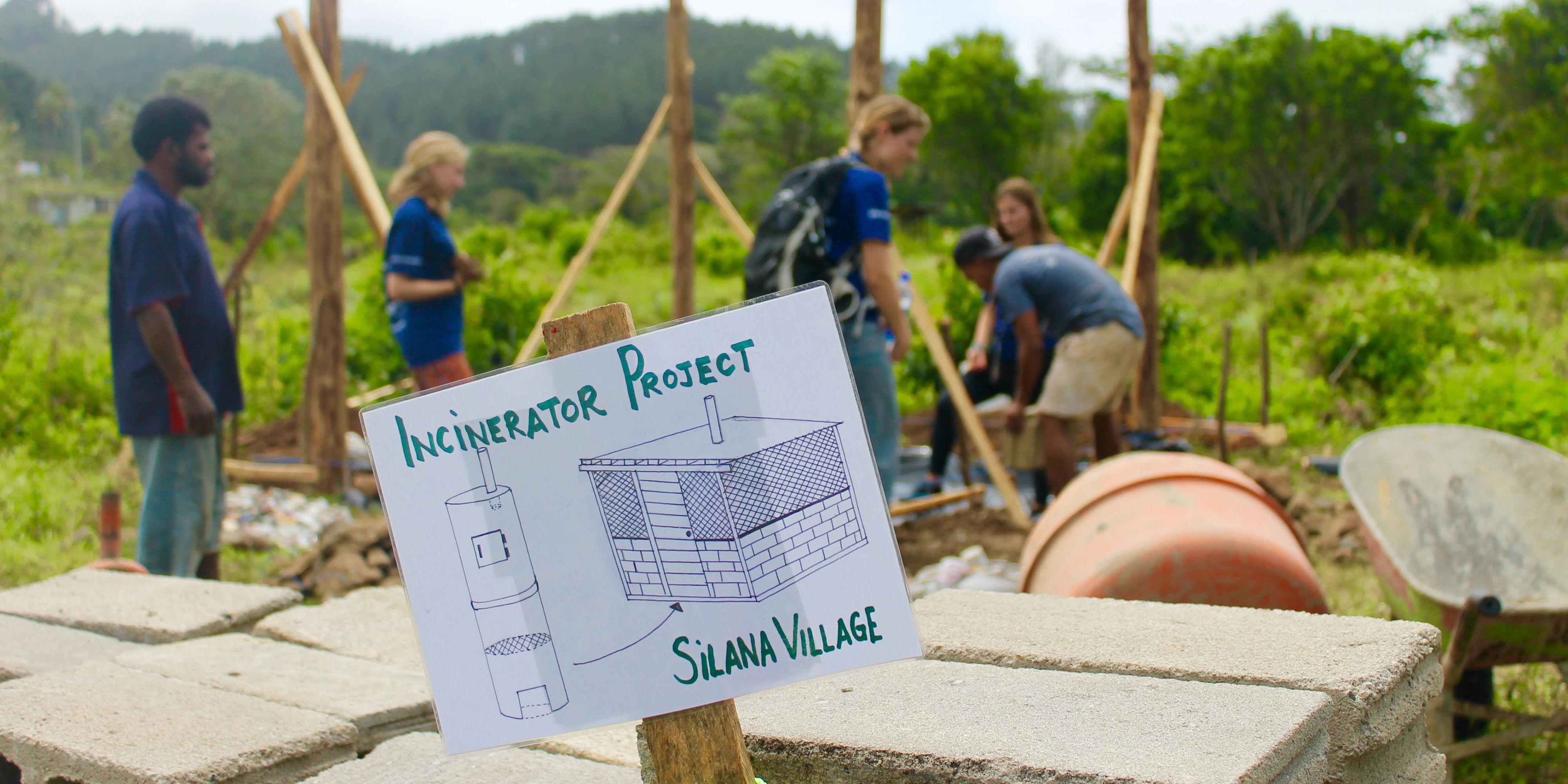 volunteers doing sustainable volunteering