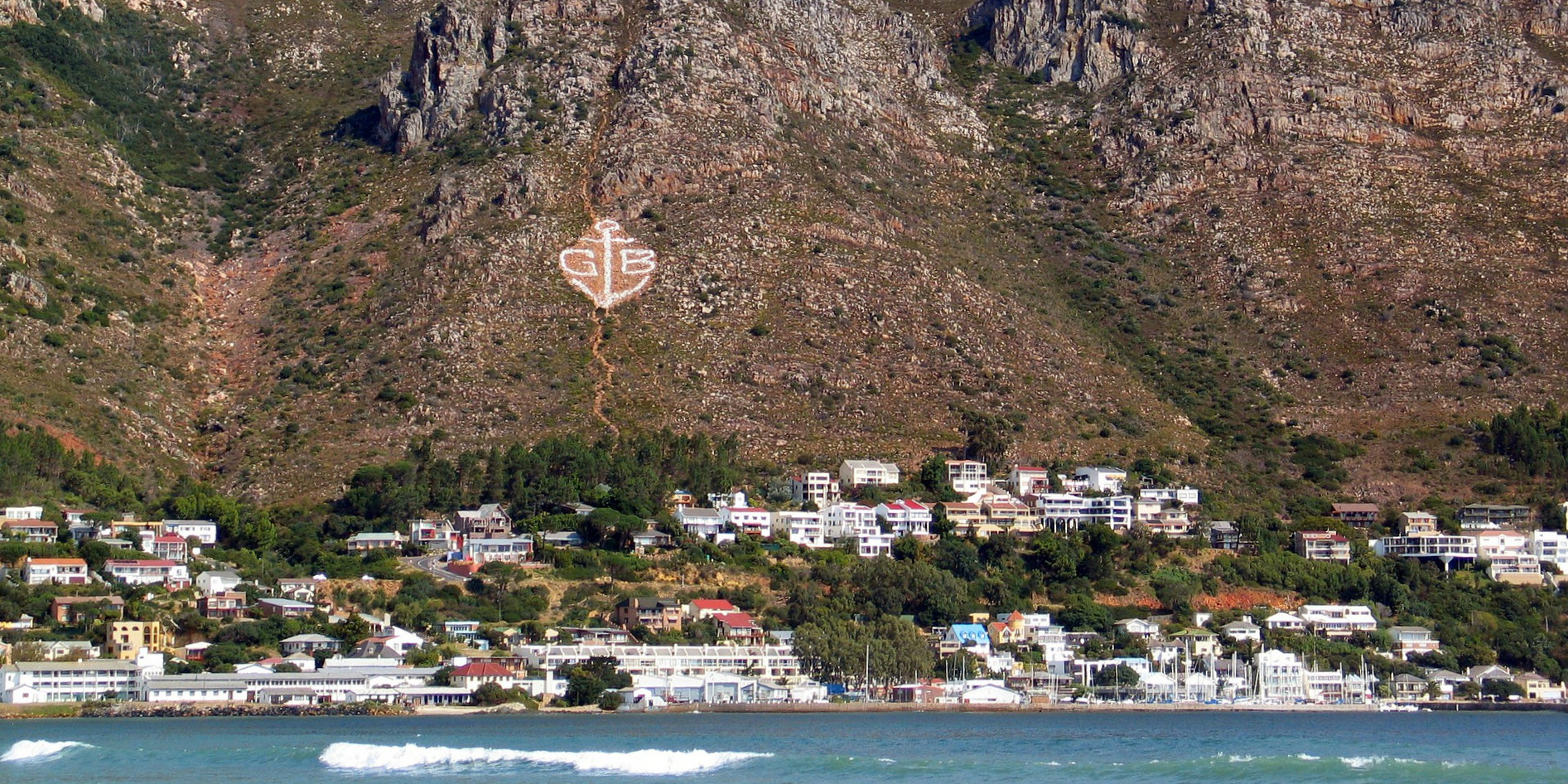 While volunteering in cape town, participants will be based in the seaside town of gordan's bay.